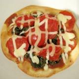 蕗の薹のトマトピザ