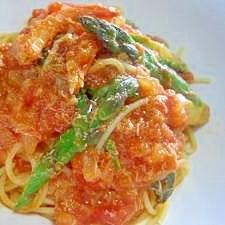 カニとアスパラガスのトマトソーススパゲッティ