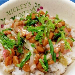 納豆の食べ方-大根の紫芋酢&紅生姜♪