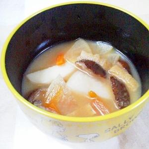 干し椎茸と里芋などの具沢山お味噌汁