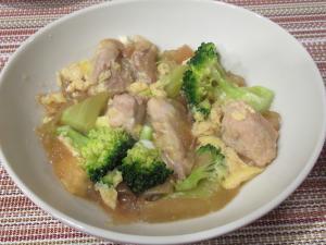 鶏もも肉とブロッコリーの卵とじ