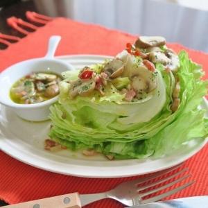 アヒージョソース de レタスのウェッジサラダ