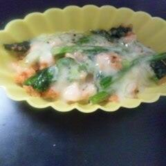 レンジで簡単、鮭ほうれん草ミニグラタンお弁当に