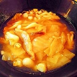 キャベツとキノコのキムチチゲ風スープ☆