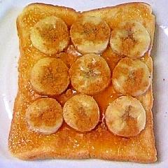 バナナとアンズジャムシナモントースト
