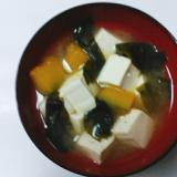 具沢山☆豆腐とカボチャとワカメの味噌汁