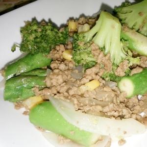 簡単♪アスパラと挽き肉とブロッコリーの炒め物♪