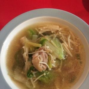 レタスと鶏肉のスープ