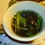 水菜と若布 簡単にコンソメスープ