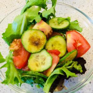 トマトときゅうりの海苔オリーブオイルサラダ