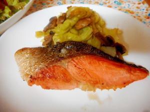 鮭とキャベツとマッシュルームのレモンバター風味