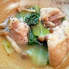 鶏肉とチンゲン菜の煮込みスープ