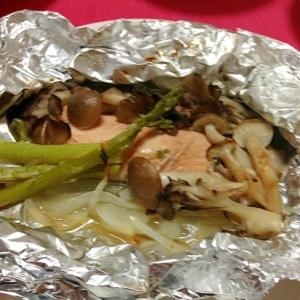 秋の味♡生の鮭ならコレ!鮭とキノコのホイル焼き