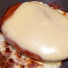 味噌デミグラスソースとチーズのハンバーグ