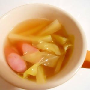 キャベツ、セロリ、ウインナーのスープ