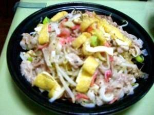 タジン鍋で作る、レンジで簡単♪もやし豚蒸し鍋