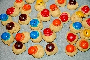 子どものおやつに♪ カラフルチョコクッキー