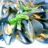 ムール貝とアスパラのワイン蒸し