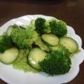 ブロッコリーときゅうりとレタスのサラダ
