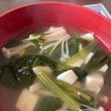 小松菜とえのき、お豆腐の味噌汁