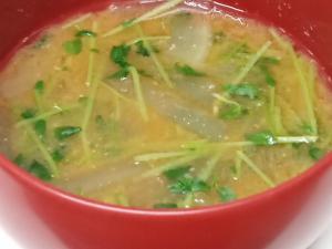 豆苗と大根のお味噌汁