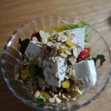 手作りドレッシングのサラダ