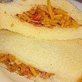 玉ねぎとベーコンの食パン焼きそばサンド‼
