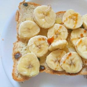 レーズンパンでバナナトースト