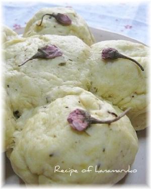 炊飯器でふっくら桜蒸しパン