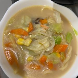 インスタントちゃんぽん麺が野菜を加えて豪華に!!