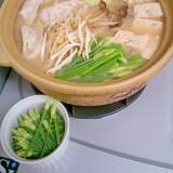 柚子コショウでピリッとニラの芽入り餃子鍋