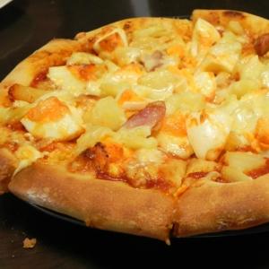 ひとつの生地で、クリスピーピザと、ふっくらピザ