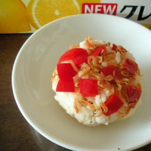 ☆赤ピーマンと干しアミの鶏ガラ塩糀味おにぎり☆