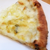 チーズたっぷりピザ はちみつがけ