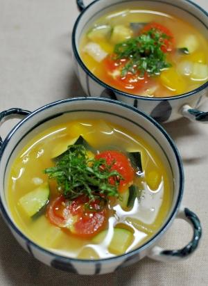 色とりどりの夏野菜のスープ