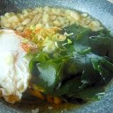 わかめと天かす蕎麦+おとし卵