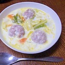 野菜たっぷり! チーズボールのミルクスープ