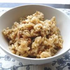 シンプルな塩こんぶ入り生姜とツナの炊き込みご飯
