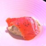 うちバル、サーモンとアボカドムースの前菜