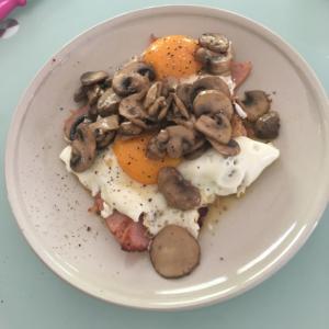 トロトロ卵とたっぷりマッシュルームで簡単ブランチ