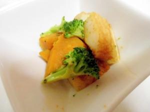 かぼちゃとブロッコリーとさつま揚げのチーズ風味炒め