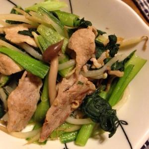 ターツァイともやしとしめじと豚肉の中華炒め。