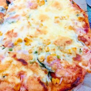 ベーコンとほうれん草のピザ