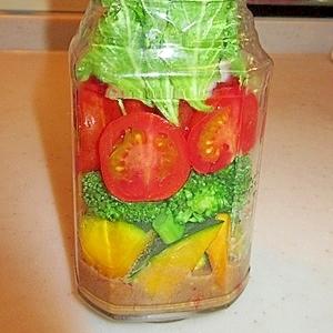 野菜がたっぷり!メイソンジャーサラダ