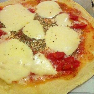 八百屋のミニトマトでピッツァマルゲリータ!