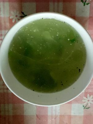 鶏皮のゆで汁でキャベツのスープ