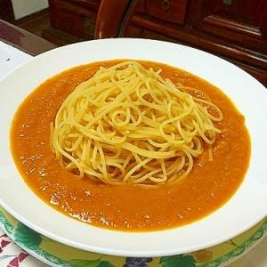 冷たいトマトスープ