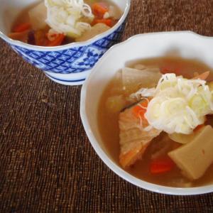 鮭とサツマ芋と高野豆腐の具沢山汁