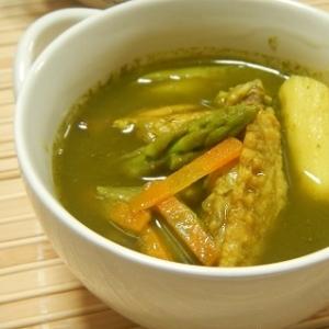 手羽中のグリーンカレー風スープ
