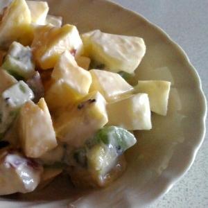 サツマイモとフルーツのヘルシーサラダ